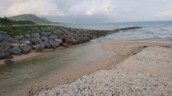 満潮時間のビーチ