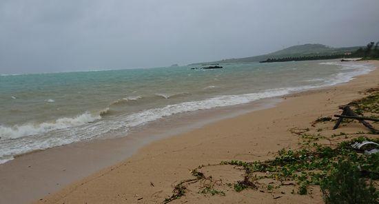 台風通過前のビーチ