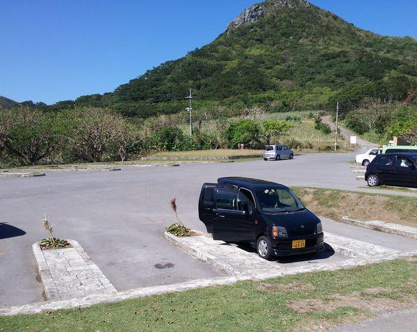 大きくはないですが、駐車場あり