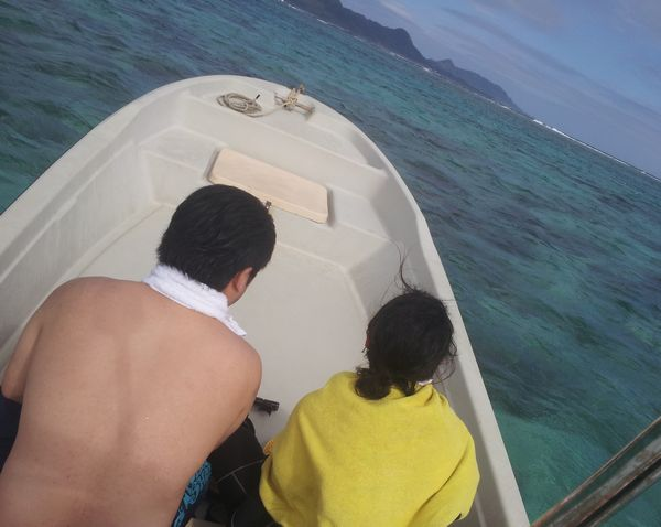 12月の石垣島の海を水着でシュノーケルしていました