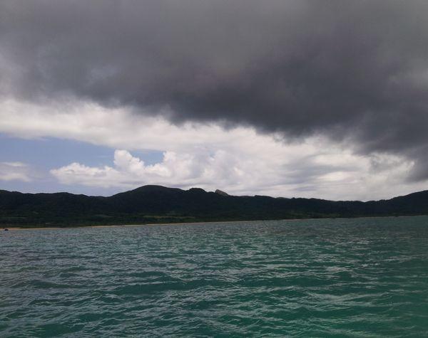 晴れ間があるけれど雨雲ある。はっきりしないさい!