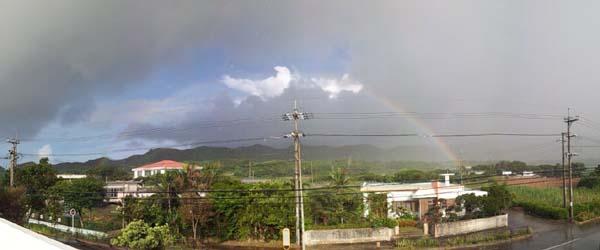 雨が降ったり止んだり。そして虹がでていました