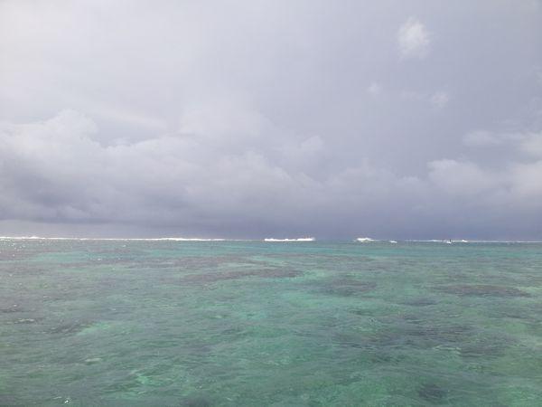 海はまだ穏やか。台風前の滑り込みツアーでした
