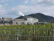 製糖工場から煙がもくもくと