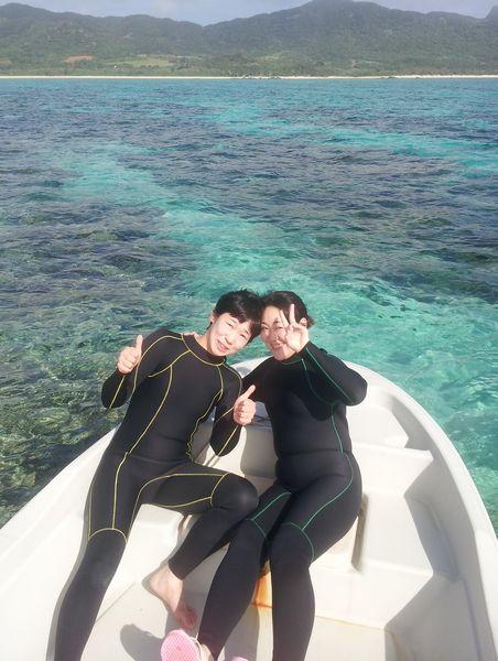 トークしながら泳ぐ。笑いのたえないツアーとなりました。S本さん、H川さんです