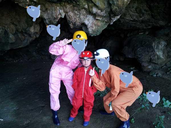 洞窟の入り口にて!