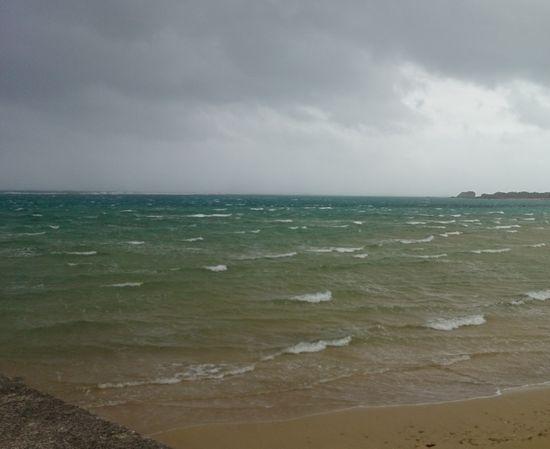 ビーチ際まで、白波が。。。