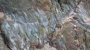 ビーチに転がっている大きな岩