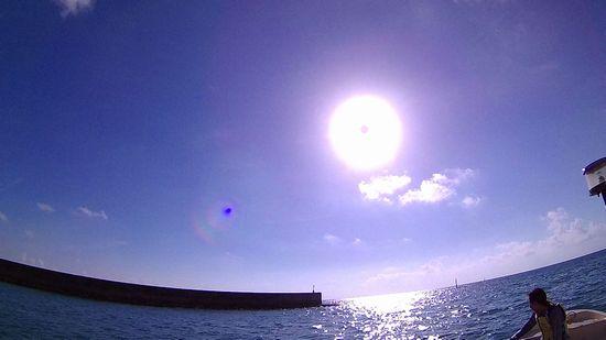 港を出ると太陽さんお出迎えです