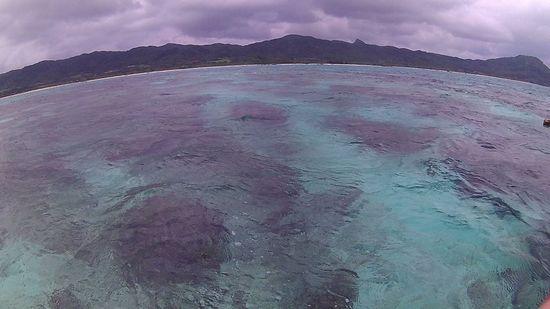 曇りの石垣島でもクリアブルーの海です