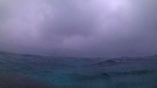 シュノーケリングツアー中はずっと雨です。