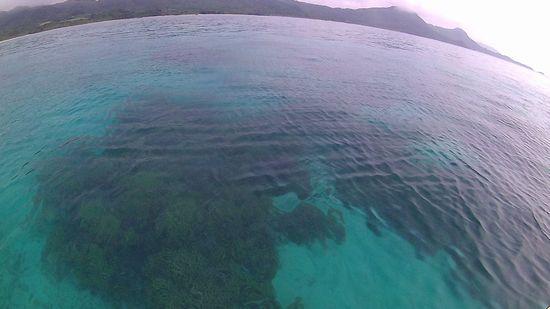 のっぺり水面、穏やかな海の石垣島です。