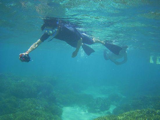 水中カメラで撮影の旦那さん