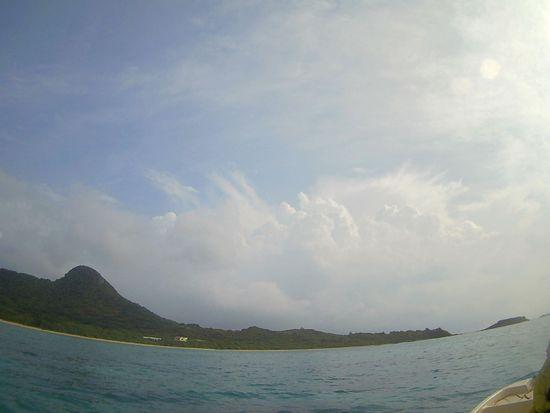 ほんのり薄雲の石垣島です。