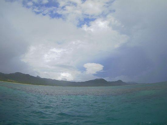 曇り、ぱらぱら小雨の石垣島です。