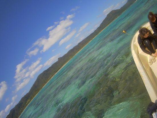 晴れの石垣島ですが、変わらずうねり。
