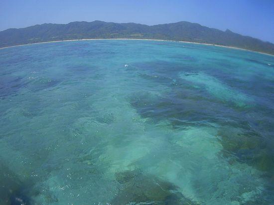 天気は晴れ、海も落ち着き始めた石垣島です。