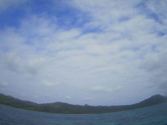 薄雲もくもくと。曇りの石垣島です。