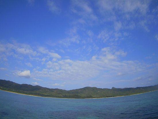 天気は晴れ!穏やかな海の石垣島です。