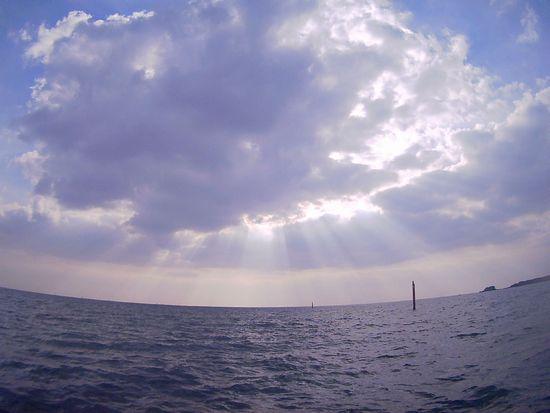 雲間の光が神々しいです