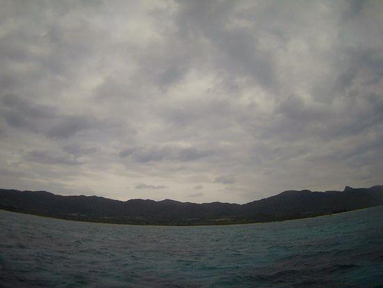 どんより雲が空を覆っている石垣島です