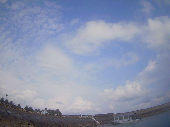 晴れ時々雲の一日です