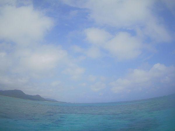 ほんのり曇り、青空の石垣島です