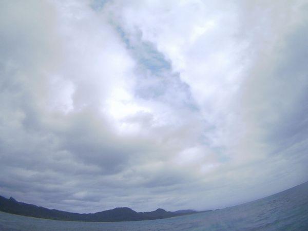 どんより雲はまだ健在