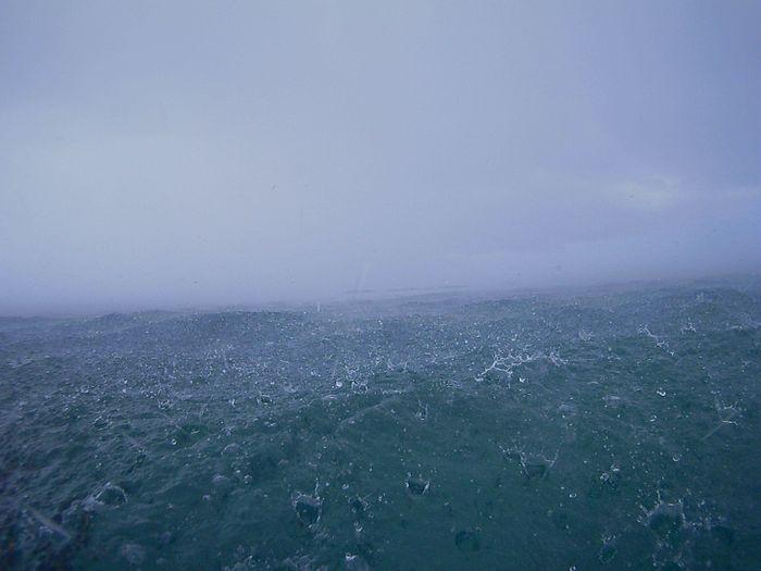 途中、大雨です