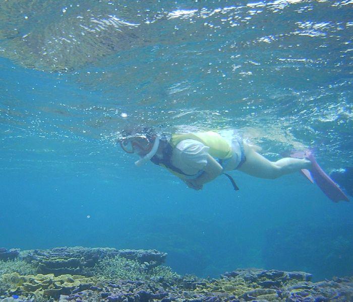 水中世界を楽しんでいるF井さん