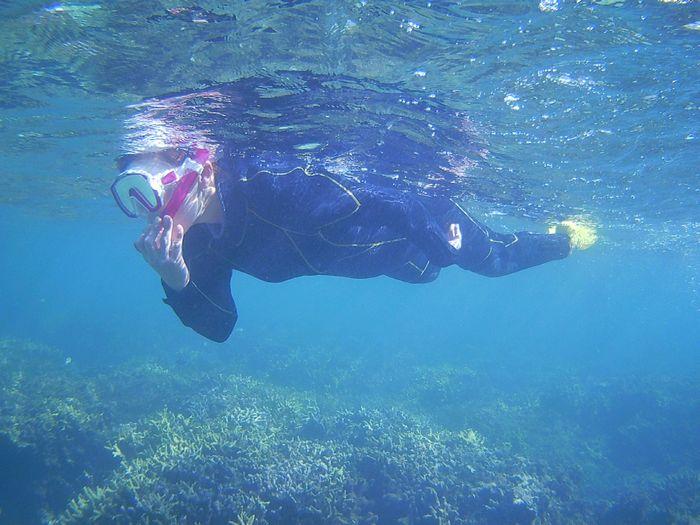 M中さん海を楽しんでいます。
