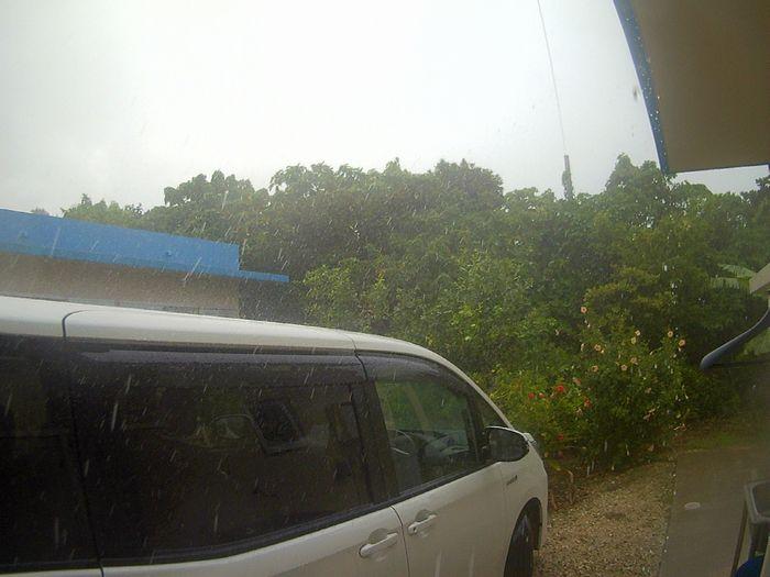 いきなり雨、そして風が強く