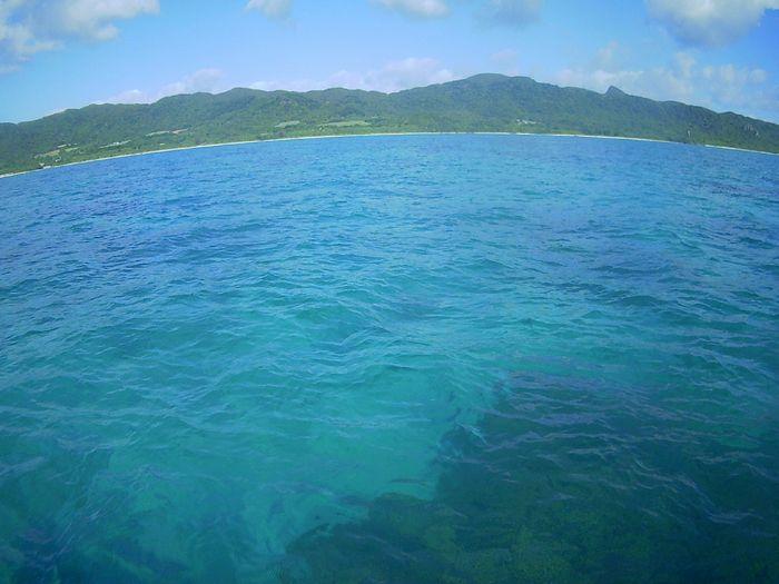 天気は晴れ、穏やか海の石垣島です