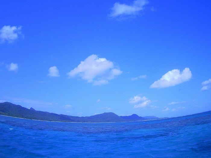 エメラルドグリーンの海が広がります。