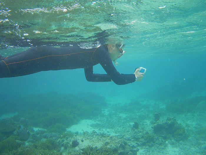 水中ビデオの撮影をしているヒマリちゃん
