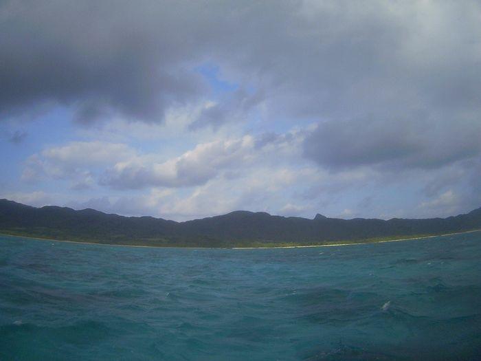 晴れたり曇ったり。そして強い波と風