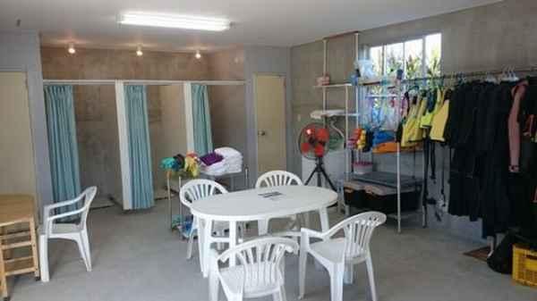 シャワー、更衣室、トレイ完備の事務所