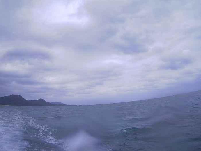 天気は曇り、波のあるコンディションです