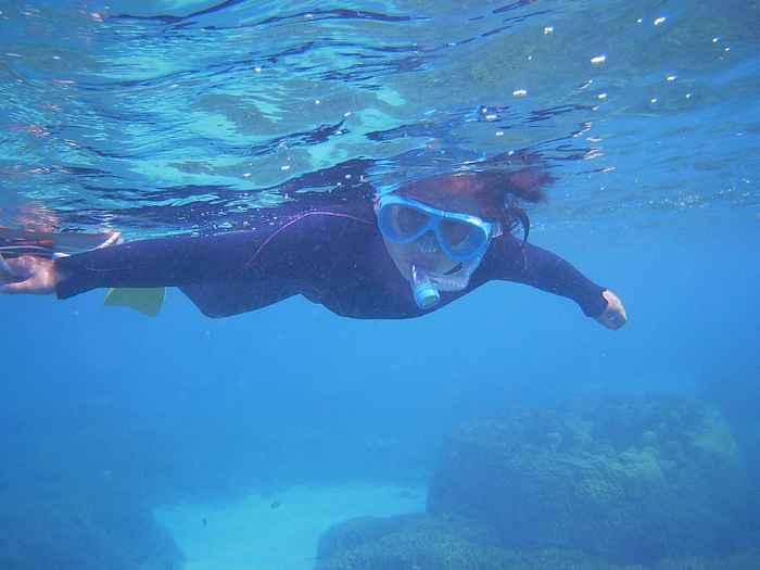 慣れてくれば一人で泳ぎ始めます