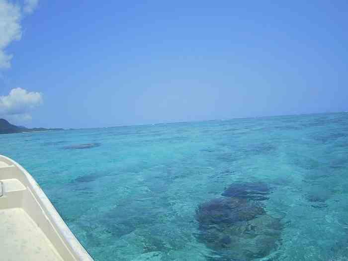 青空広がる穏やかすぎる石垣島の海