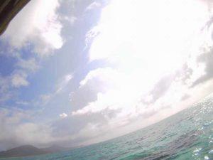 晴れ間の登場、石垣島の水中世界はクリアブルーです!