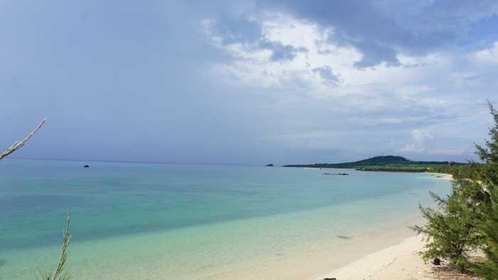 石垣島の梅雨空と海です