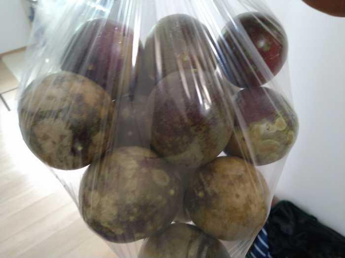 パッションフルーツを頂きました