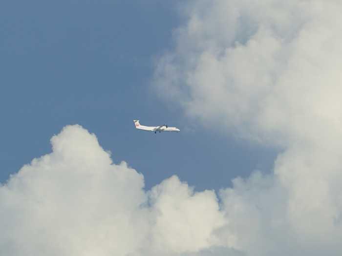 飛行機、いっぱいお客さん運んできてほしいですね