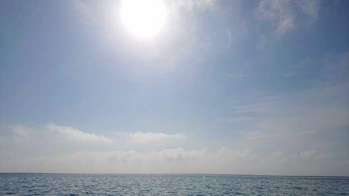 天気は晴れ、海も穏やかです。