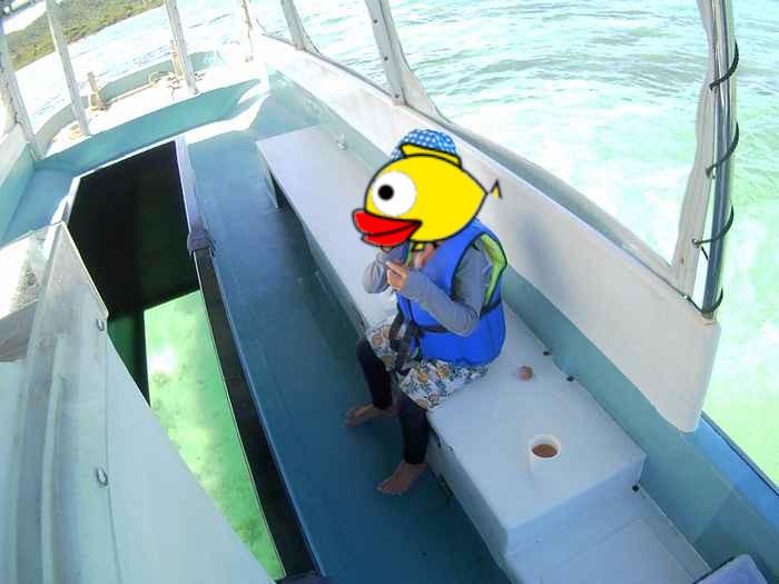 ボートで休憩を楽しんでいます。