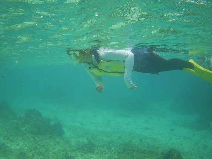 Bダッシュで海を楽しむお姉ちゃん