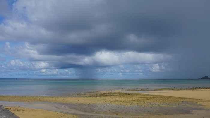 海にぽつん、雲柱