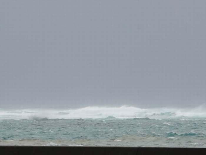 台風のうねりもそろそろ強く