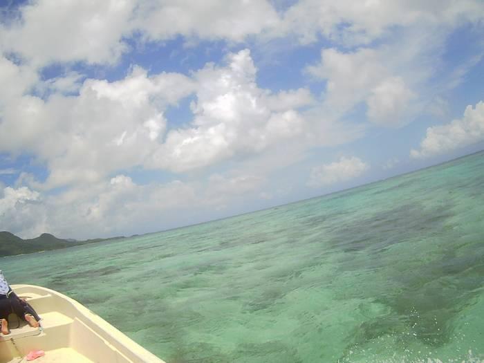 天気は晴れ、おだやかな海です